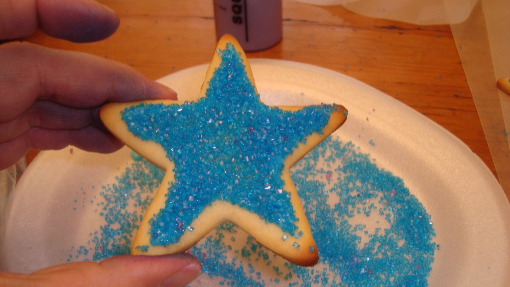 covering the cookie in sparkling sugar